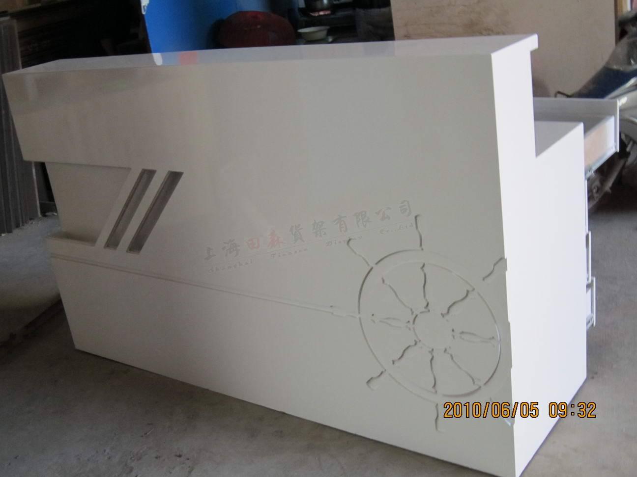 名称:烤漆收银台    材质:木质(高密度板)