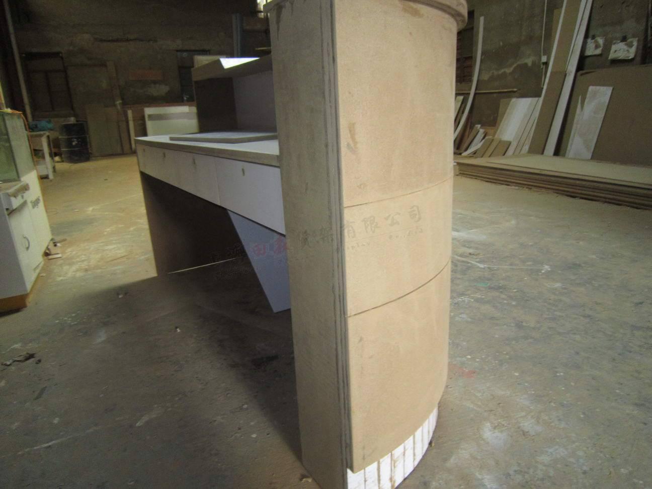 主页 产品展示 烤漆收银台     宝贝介绍:    名称:烤漆收银台